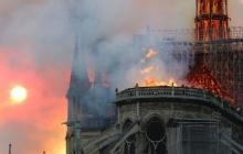 """""""Чудо"""" внутри сгоревшего Нотр-Дама де Пари: верующие увидели знак в Соборе Парижской Богоматери - фото"""
