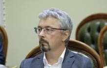 В Киеве в министра Ткаченко бросили яйцом: видео, как после этого скрывается неизвестный