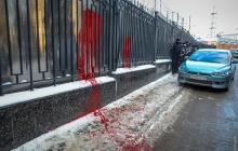 Националисты в Одессе пикетировали консульство РФ: красная краска, файеры пригодились активистам - опубликованы кадры