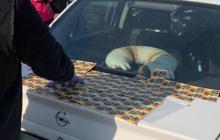 В Киеве чиновник принял взятку талонами на горючее