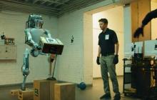 """Как Boston Dynamics """"издевается"""" над своими роботами: видео с жестким """"тест-драйвом"""" техники взорвало Сеть"""