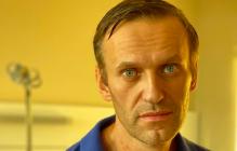 После обвинений Путина исхудавший Навальный показал следы от трахеостомии