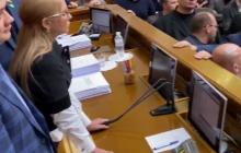 """""""Первая кровь"""", - Тимошенко поранила руку во время потасовки в Раде и сломала микрофон Разумкову - фото"""