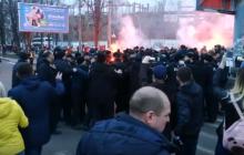 Масштабные протесты в Черкассах: националисты требовали встречу с Порошенко и устроили потасовки с силовиками – кадры