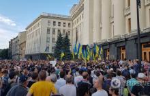 Киев захлестнул многотысячный митинг: под АП потасовки с полицией, митингующие требуют прихода Зеленского - кадры