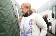 Фото дня: Освобожденная из плена патриотка Елена Сорокина в кофте с нарисованным ручкой Трезубцем