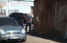 Захват в заложники полковника полиции Шияна: снайперов готовят стрелять по автомобилю - СМИ