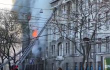 Пожар в Одессе: люди выпрыгивают из окон, пострадавших несут на руках, из здания выносят людей без сознания