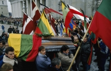 Литва оплакивает своих героев: Москва бросила спецназ на подавление мирного протеста, погибло 15 человек,  900 ранены