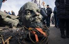 Декоммунизация захватила еще и Казахстан: в стране массово сносят советские памятники