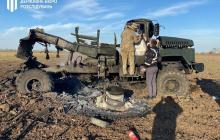 В Херсонской области загорелся и взорвался военный грузовик КрАЗ с боеприпасами, детали