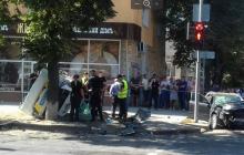 Трагическое ДТП: в Сумах перевернулся полицейский Prius, много жертв - кадры с места происшествия