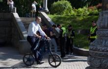 Виталий Кличко приехал на инаугурацию Зеленского на велосипеде