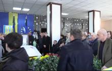 Смерть Гандзюк: в Херсоне проходят похороны активистки – кадры тысячной толпы