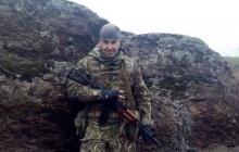 Кадр с настоящим Героем: боец Колодяжный установил флаг Украины в аэропорту Донецка прямо под носом у боевиков