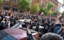 Ситуация в Армении набирает угрожающие обороты: люди боятся кризиса и экстренно снимают вклады - кадры