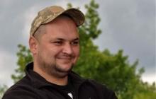 Кадры: в Луцке сотни людей плакали на коленях перед  убитым на Донбассе Героем Георгием Ольховским