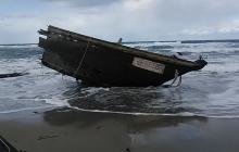 """""""Лодка-призрак"""" с человеческими останками, похожая на пиратский корабль 17 века, напугала жителей Японии"""