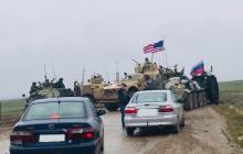 Патруль США в Сирии вытолкнул российский БТР-82А с дороги в болото, утопив его в грязи - видео