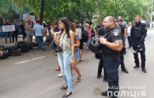 Покровск на грани: активисты разбросали шины и строят баррикады, полиция готовится к худшему