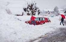Смертельные снегопады пришли в Европу: есть жертвы, разрушения