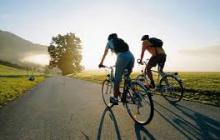 Велосипедисты-нудисты: во Франции прошел голый велопробег