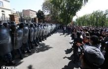 Протесты в Армении против назначения Саргсяна: активисты расположились возле здания парламента и заняли выжидательную позицию – подробности