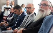 """Яценюк призвал обсуждать """"формулу Зеленского"""" на встрече """"Нормандской четверки"""""""