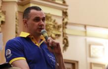 Сенцов объяснил автограф для скандального блогера Шария
