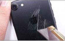 Эффектный iPhone 7 цвета «черный оникс» нуждается в защите