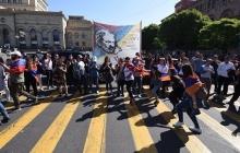 В Армении происходят жесткие стычки между протестующими и водителями: Ереван полностью заблокирован - кадры