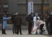 Появились видео из Китая, как люди падают посреди улицы от вируса