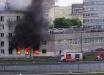 В Санкт-Петербурге жилой дом взлетел на воздух: здание охватил пожар, взрыв выбил решетки на окнах