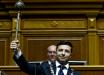 Фото Зеленского с булавой на инаугурации взорвало Сеть: новый президент поразил украинцев одной деталью