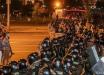 """В Беларуси силовиков забрасывают """"коктейлями Молотова"""" и начали строить баррикады"""