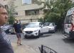 """В Киеве автомобилистка """"смела"""" мать с ребенком прямо во дворе дома - момент страшного ДТП попал на видео"""