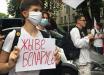 Возле Посольства Беларуси в Киеве возобновились протесты: активисты жгут фаеры, на место прибыла полиция