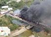 В голодающую Венесуэлу прорвались грузовики с продовольствием, но ценный груз сожгли по приказу Мадуро – кадры