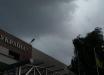 """В Киеве бушует настоящий ураган: ветер """"вырывает"""" деревья, идет дикий ливень - фото и видео"""
