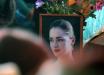 Мать Анастасии Ещенко не выдержала на похоронах дочери: первые кадры прощания с убитой девушкой
