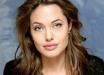 Истощенная Анджелина Джоли сбежала из больницы - громкие подробности