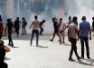 Центр Бейрута охватили протесты: люди забрасывают полицию камнями, в ответ последовал слезоточивый газ