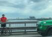 """""""Велоэксперимент"""" Дубинского: нардеп перекрыл дорогу на киевском мосту в час пик"""