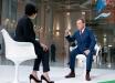 Фото с Медведевым взорвало соцсети: из-за роста во время интервью в Сочи произошел скандальный казус