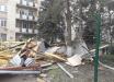 Мощная стихия снова ударила по Крыму: ураган снес крышу пятиэтажки, много поврежденных машин