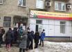Штирлиц показал знаковое фото из Донецка: очередь за паспортами России на фоне напоминания об Украине