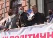 В Порошенко бросили пачку фальшивых долларов – экс-гарант отодвинул охрану и ответил провокатору