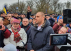 В Новых Санжарах стычки полиции и активистов: названо условие, при котором пропустят эвакуированных из Уханя