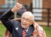 Российские журналисты создали фейк, переврав историю с благородным поступком 99-летнего британского ветерана Мура