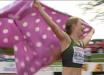 Розовый плед в горошек вместо флага РФ: российская чемпионка отличилась на чемпионате Европы – кадры